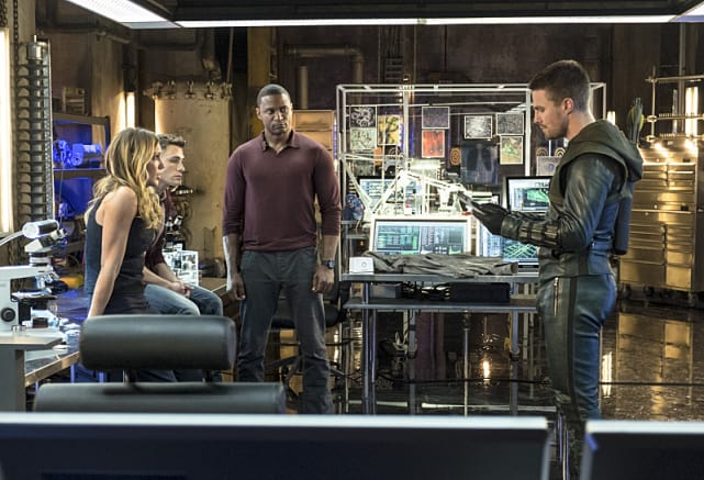 Oliver Instructs - Arrow Season 3 Episode 4