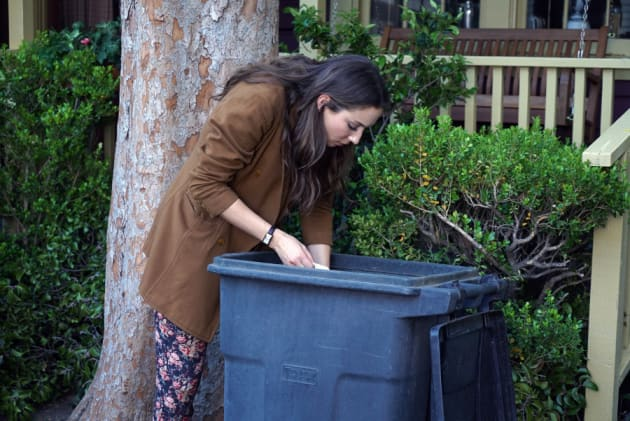 Dumpster Diving - Pretty Little Liars Season 6 Episode 4