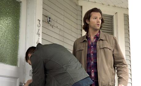 Sam, you're on lookout! - Supernatural Season 11 Episode 5