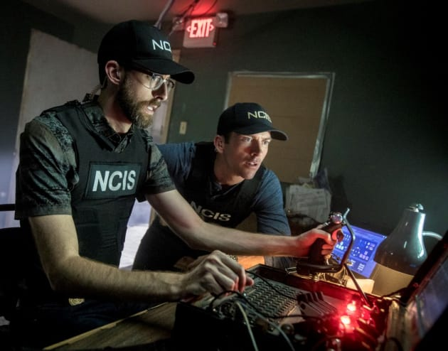 Searching for Clues - NCIS: New Orleans Season 4 Episode 11