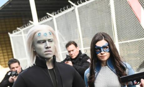 Alien Breach - Supergirl Season 4 Episode 21
