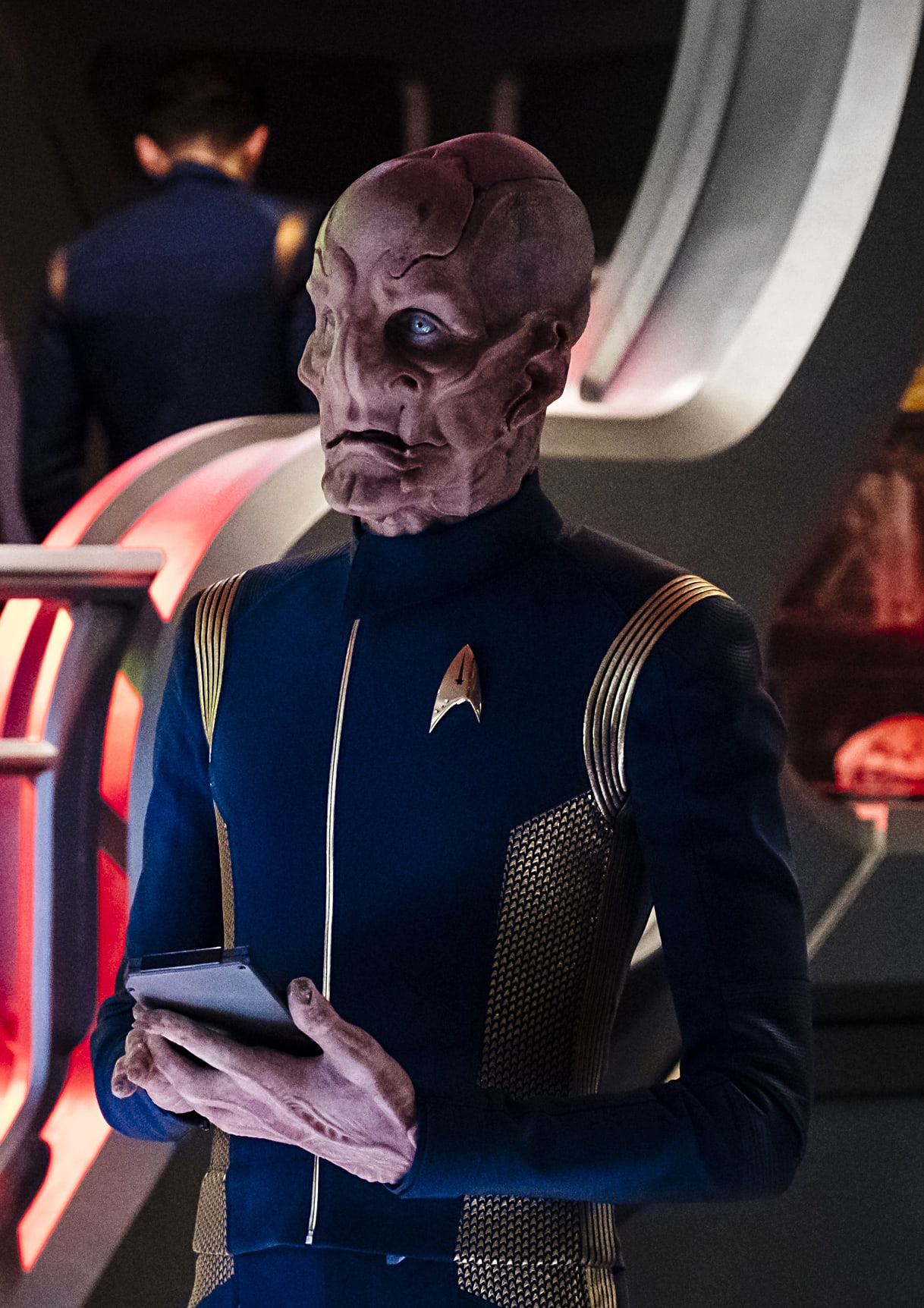 Taking Over The Com Star Trek Discovery Season 1 Episode 4 Tv Fanatic