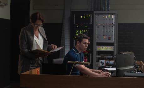 Kenny On the Job - Killing Eve Season 2 Episode 2