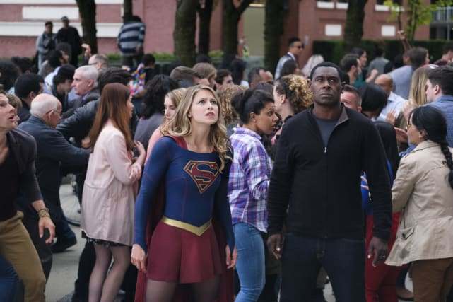 A New Threat - Supergirl Season 3 Episode 1