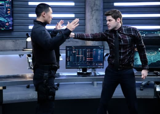 Armed Winn - Supergirl Season 3 Episode 15