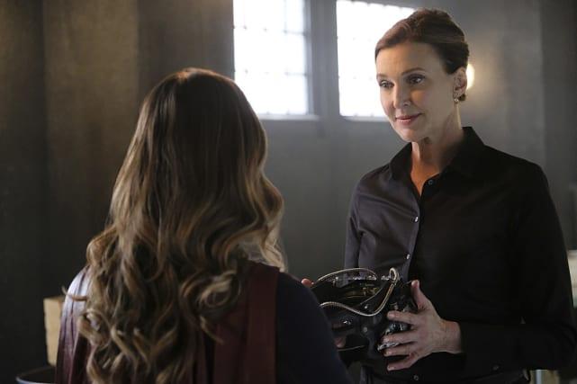 Supergirl vs Cadmus - Supergirl Season 2 Episode 7