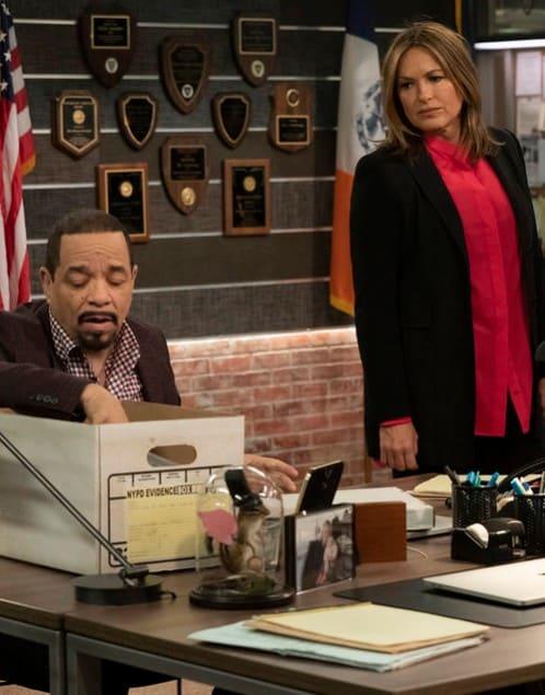 Combing Through Evidence - Law & Order: SVU Season 20 Episode 15