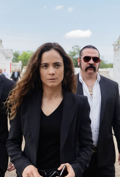 Attending a Funeral - Queen of the South Season 4 Episode 8