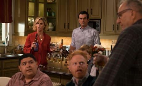 Christmas in the Kitchen - Modern Family Season 10 Episode 10