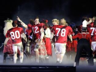 Glee Honors MJ