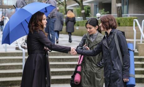 Being Polite - Supergirl Season 2 Episode 17