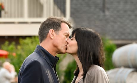 A Quick Honeymoon Kiss - Good Witch Season 5 Episode 3