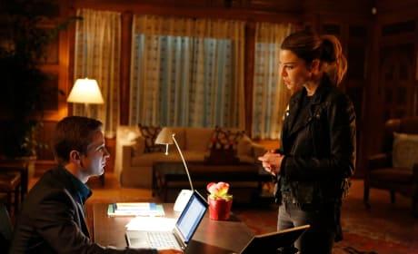 Making a visit - Lucifer Season 1 Episode 11