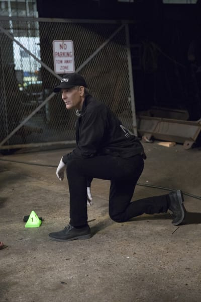 Looking for Clues - NCIS: New Orleans Season 3 Episode 20