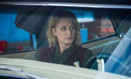 Mary looks concerned - Supernatural Season 12 Episode 3