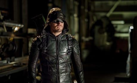 Still Hiding Behind A Mask - Arrow Season 6 Episode 2