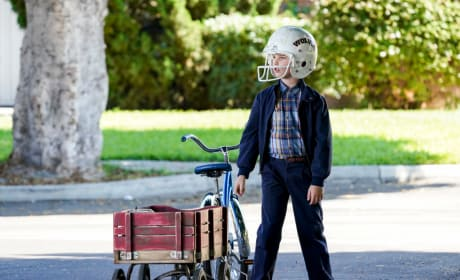 Sheldon Gets a Paper Route - Young Sheldon