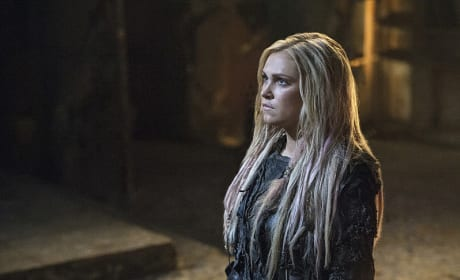 Clarke Looking Like Her Old Self - The 100 Season 3 Episode 3
