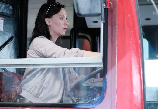 Molly Drives the Bus - Lethal Weapon Season 2 Episode 9