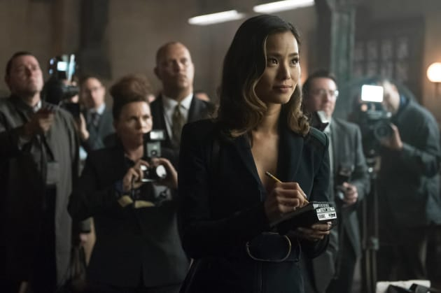 In the Thick of It - Gotham Season 3 Episode 1