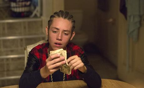 Flashing The Cash - Shameless Season 6 Episode 4
