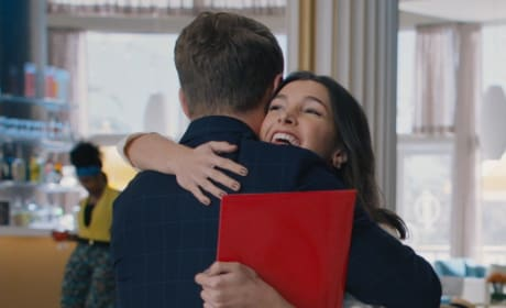 A Warm Embrace - Grand Hotel Season 1 Episode 6