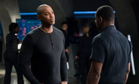 J'onn and James Talk - Supergirl Season 3 Episode 21