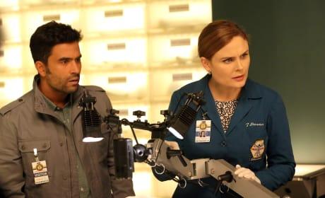 Fuentes Helps Brennan Examine the Evidence - Bones Season 10 Episode 11